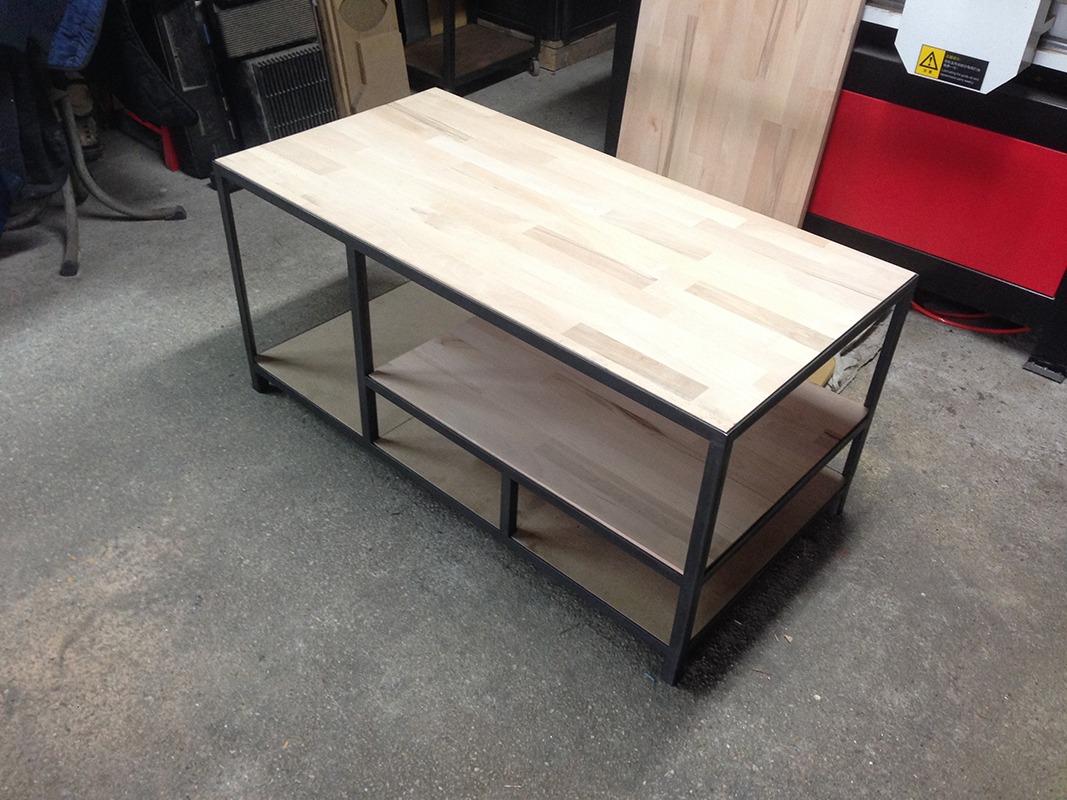 Cr ation d 39 une table basse s r mesure retro factory for Table basse sur mesure